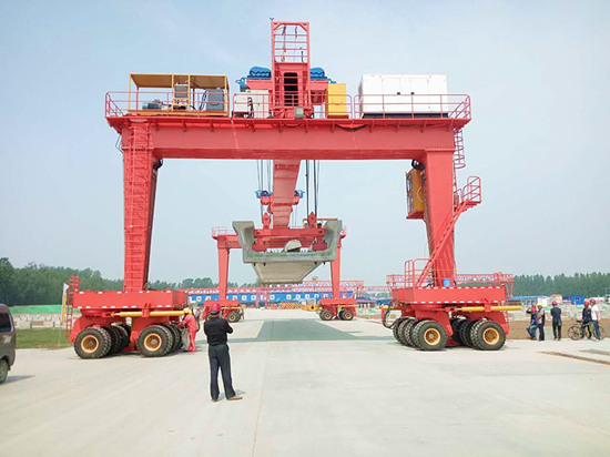straddle carrier crane